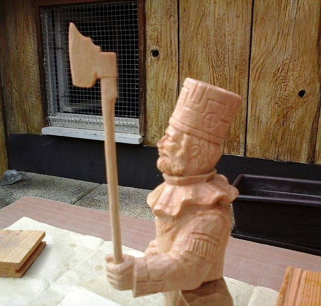 Bergmann aus Holz mit Hacke