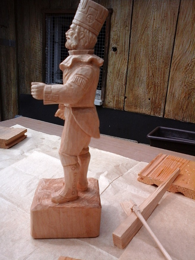 worker wood carved figure