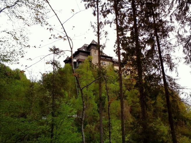 Schloss auf dem Bergsporn