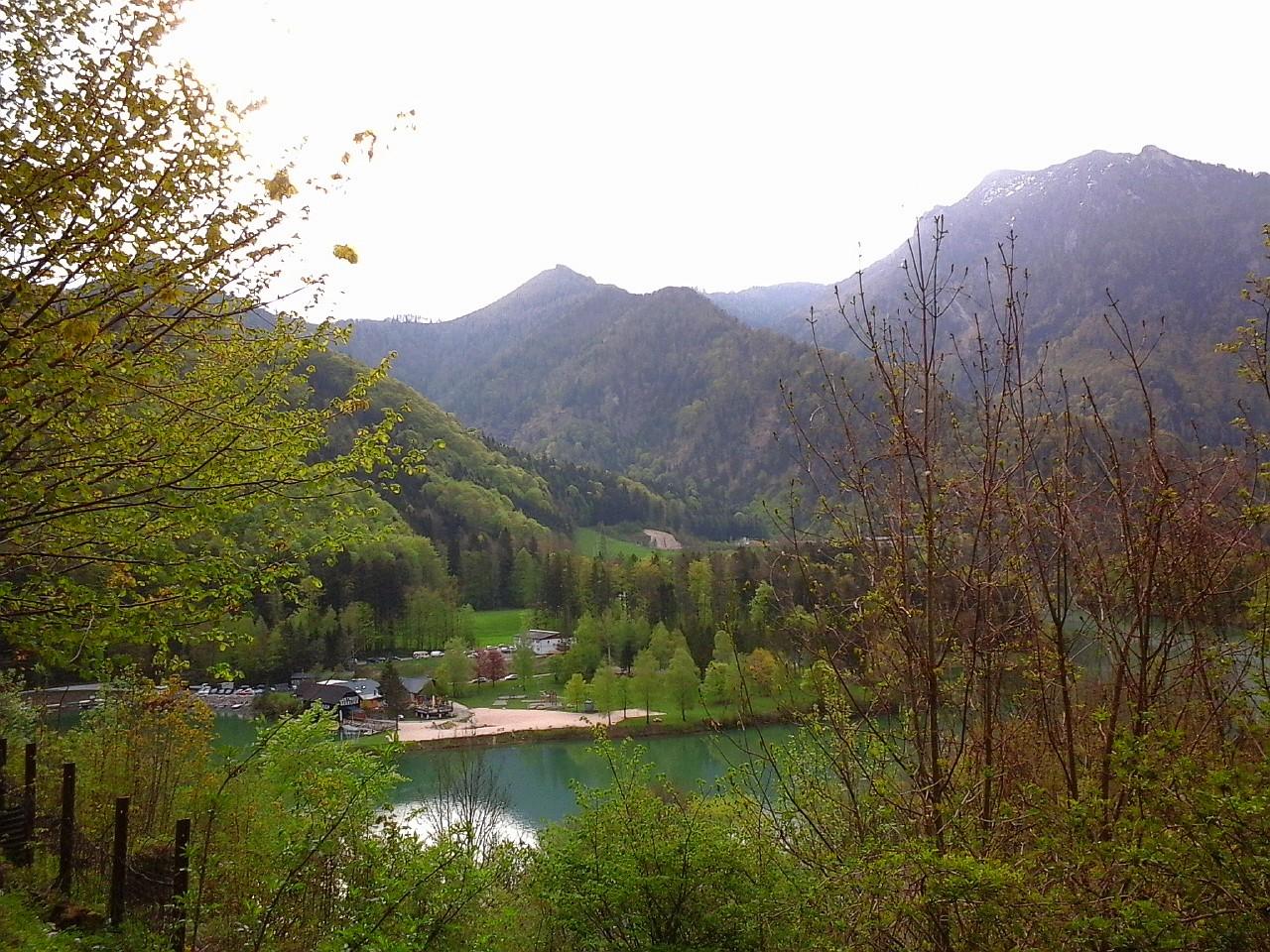 Vom Schloss ins Tal auf den Stausee